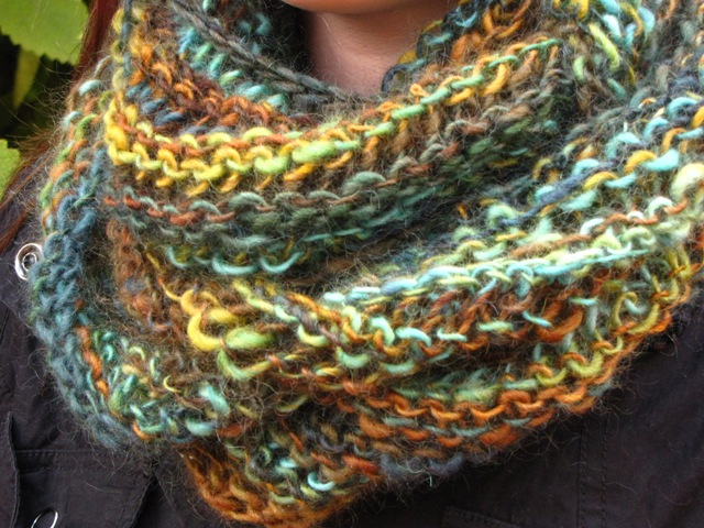 Knitting Pattern For Scarf In The Round : Creative Friday and a Circular Cowl Scarf Pattern - Natural Suburbia