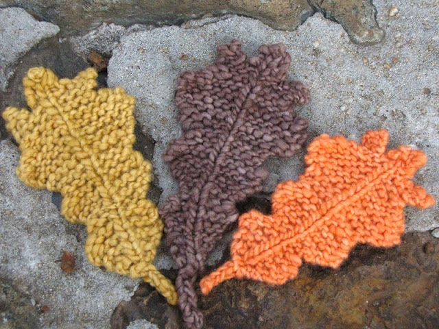 Autumn Oak Leaf Knitting Pattern - Natural Suburbia