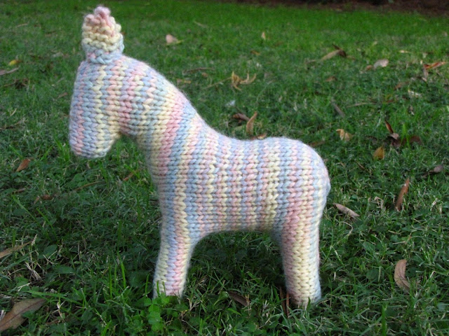 Horse Knitting Pattern : WIP Wednesday, Knitted Horse Pattern - Natural Suburbia