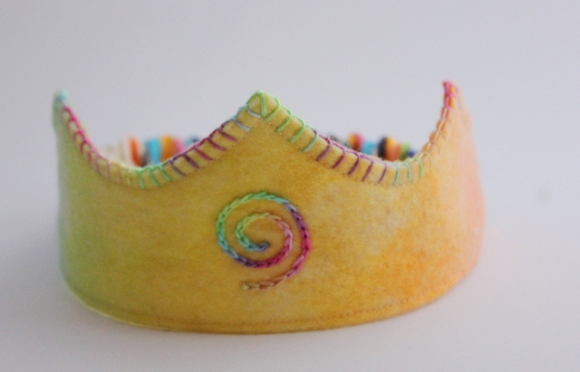 Rainbow felt crown, Ziezo